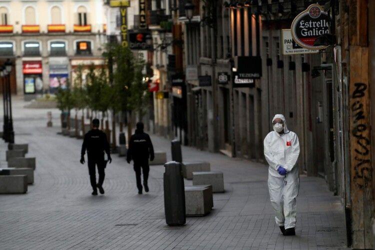 COVID-19 мутує: у Європі з'явився новий небезпечний штам коронавірусу