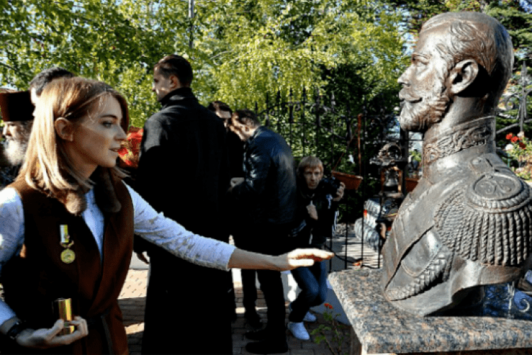 «Няш мяш» Поклонська заявила, що в Криму замироточив бюст Миколи ІІ