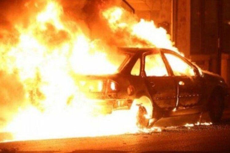 У Шацькому районі рятувальники загасили пожежу автомобіля