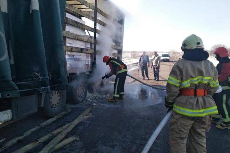 На трасі Ковель-Ягодин загорілась фура, яка перевозила 20 тон машинного масла