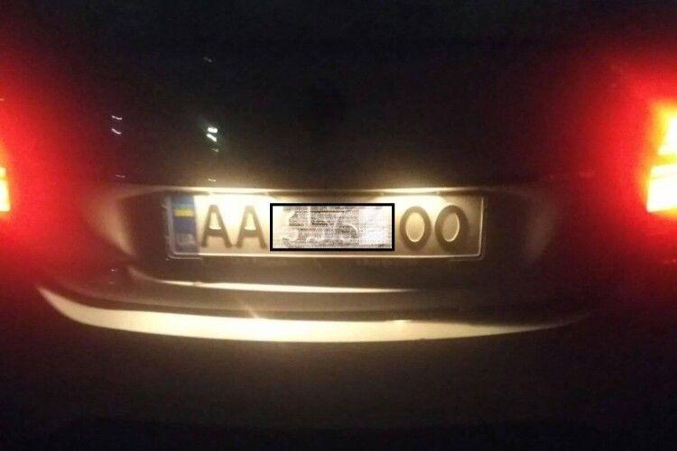 У Луцьку водій на київських номерах пошкодив чуже авто і втік