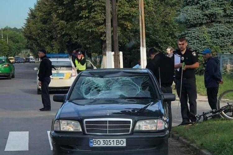 На Волині Mercedes збив велосипедиста: в машині повністю розтрощене лобове скло (Фото)