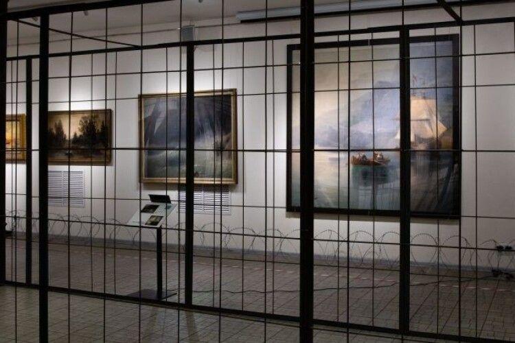 Мистецтво з-за ґрат: у музеї Гончара відкрилась виставка картин з родинної колекції Порошенків