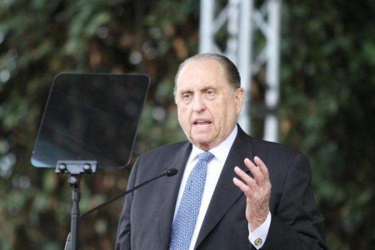 У США помер 90-річний лідер мормонів