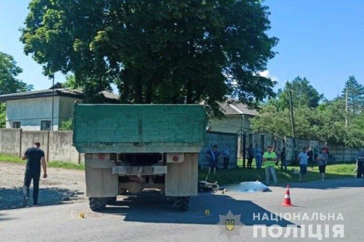 Протаранила вантажівка: в ДТП загинули двоє 18-річних хлопців (Відео)