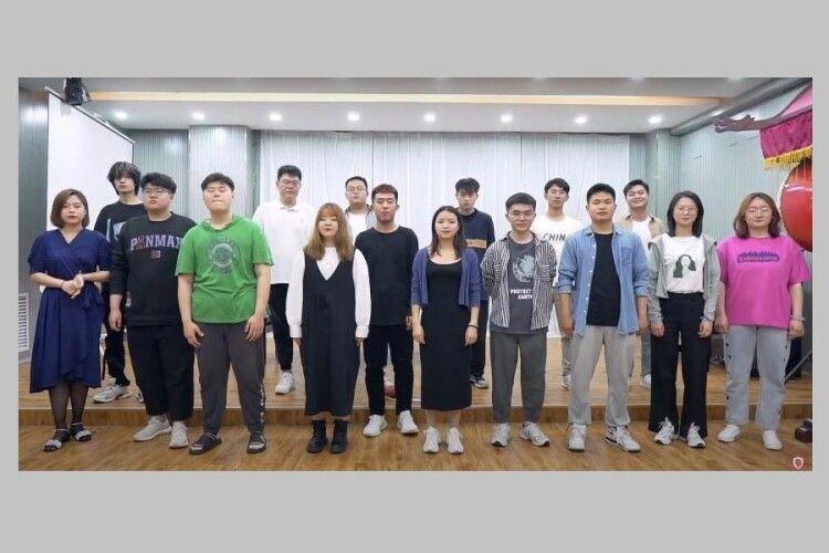 У Луцьку студенти-китайці заспівали: «Україна – це ти» (Відео)