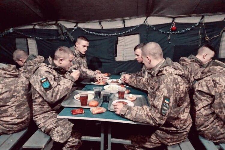 Кухарі з Каменя-Каширського напекли смаколиків для війських із Володимира-Волинського