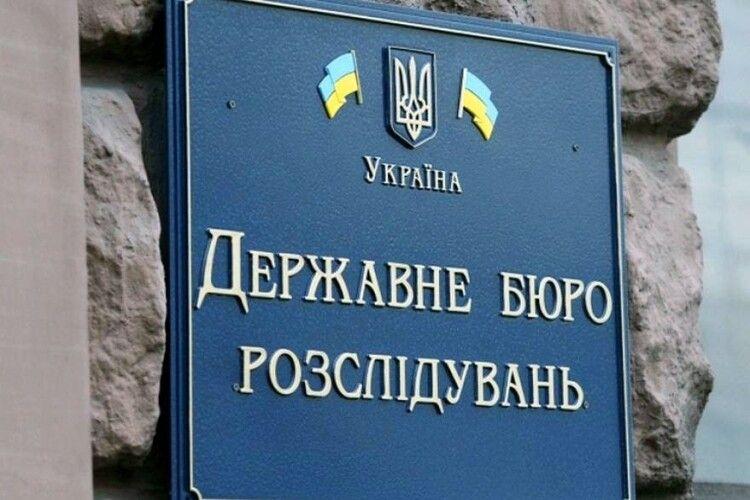 Під час брифінгу в приміщенні ДБР невідомі особи виштовхали народних депутатів