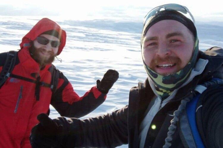 Двоє волинян пройшли 10 км по коліна в снігу місцевою «Антарктидою» (Відео)