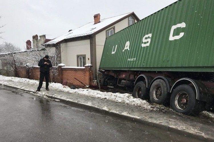 Українець на вантажівці розтрощив у Польщі будинок з дітьми