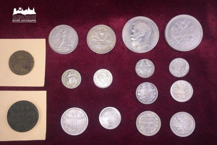 Понад півсотні монет передали одеські митники в колекцію Кам'янець-Подільського музею