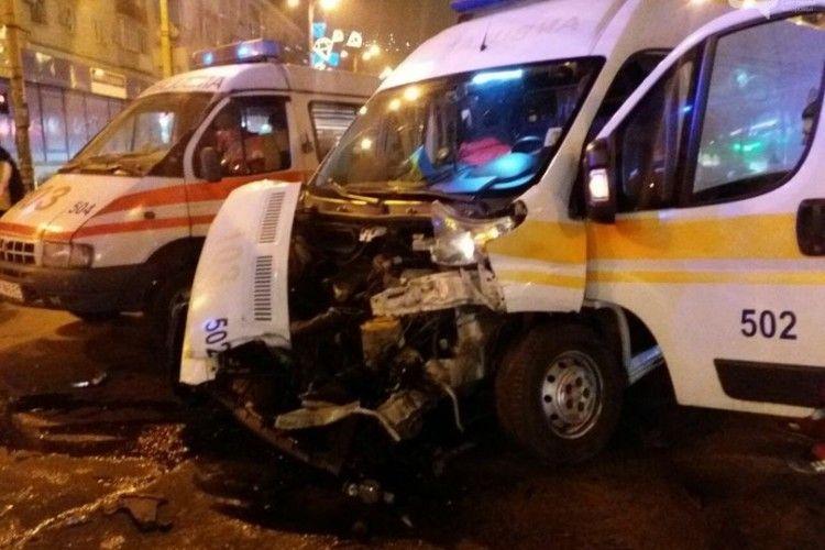 Вантажівка протаранила «швидку» з пацієнтом