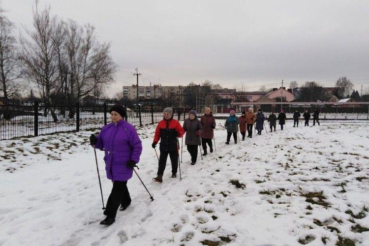 Пенсіонерки з Турійська створили клуб «Відчайдух» і практикують скандинавську ходьбу (Відео)