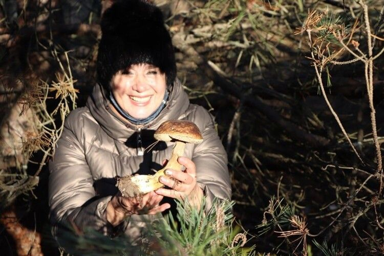 Волинянка знайшла у лісі «різдвяного» гриба