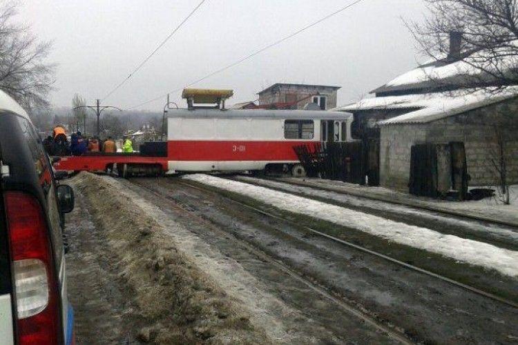 В окупованому Донецьку святкування 8 березня «вдалося» – трамваї вже беруть на таран житлові будинки