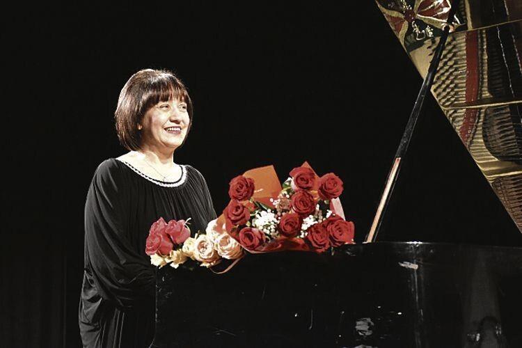 Піаністка Етелла Чуприк: «Хочеться далі так жити… зроялем іпензлем серед вас, дорогі люди!»
