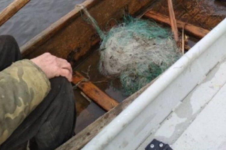 На Ратнівщині затримали двох браконьєрів, які ловили рибу сітками