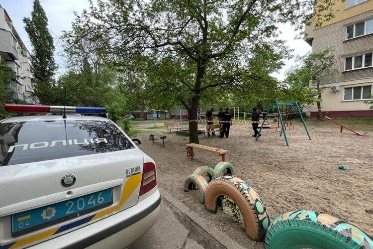 На Луганщині на дитячому майданчику підірвалася 9-річна дівчинка