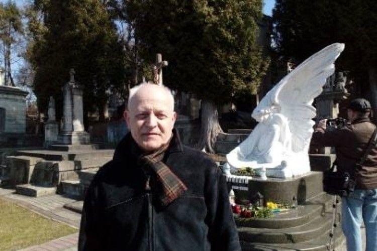 Білий ангел на Личаківському кладовищі завжди співатиме українську пісню