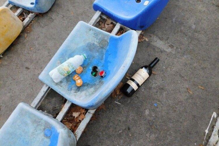 Хто потрощив крісла на стадіоні у Горохові?
