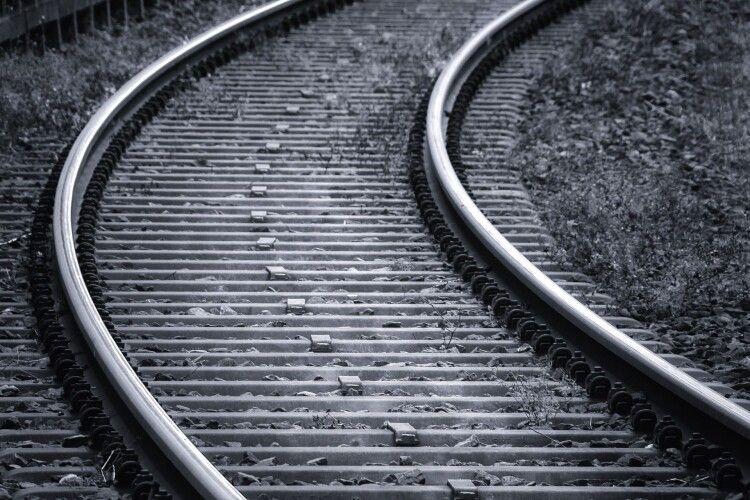 На Львівщині потяг на смерть переїхав чоловіка