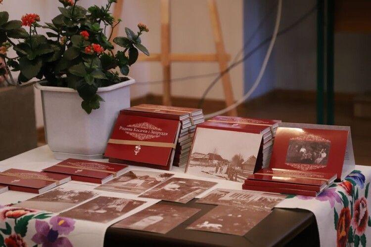 У Камені-Каширському презентували набір листівок «Родина Косачів і Запруддя»