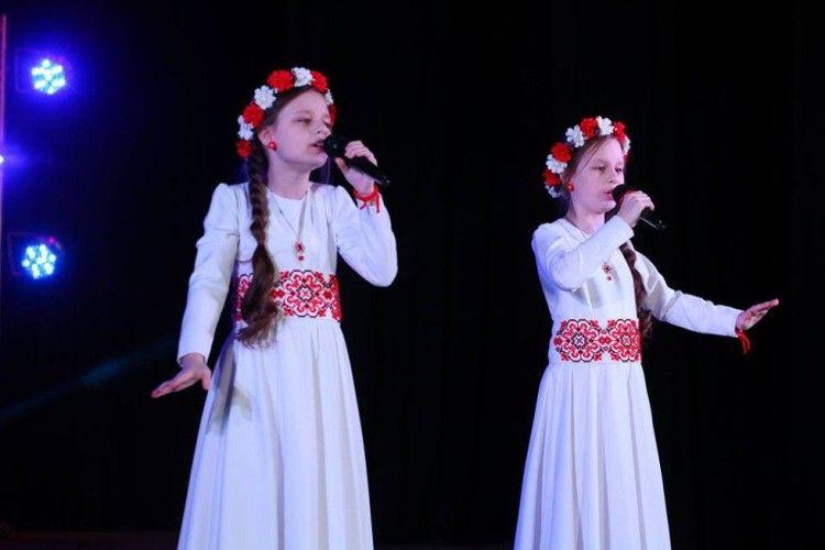 Сестрички-близнята привезли на Володимирщину перемоги з престижних фестивалів