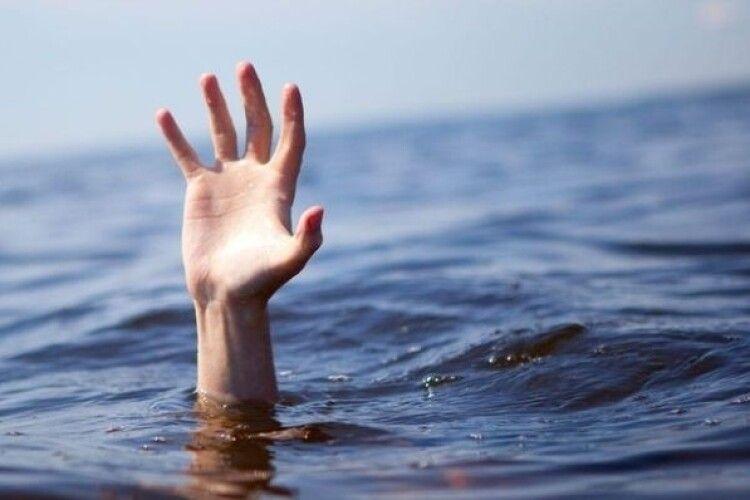 Ледь не потонула: рятувальники витягнули зі Стиру 16-річну дівчину (Відео)
