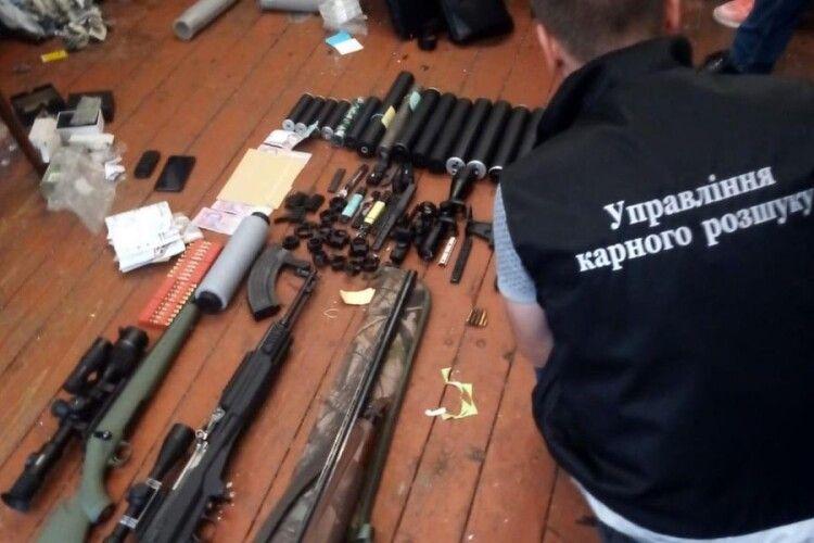 Волинський «кулібін» переробив понад 100 одиниць зброї