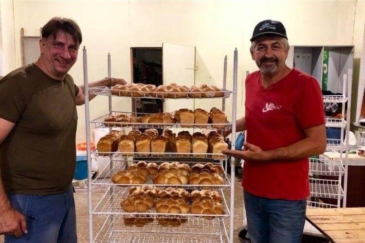 Найкращий хліб у прифронтовій Мар'їнці пече багатодітний батько і пастор Олег Ткаченко