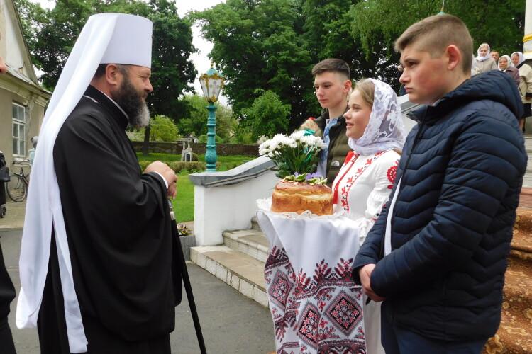 Митрополит Луцький і Волинський Михаїл познайомився з жителями Пісок