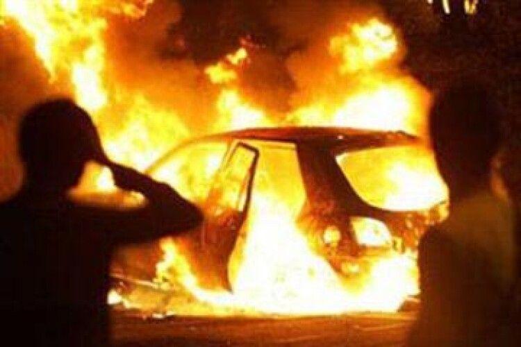У селі на Волині раптом згорів автомобіль