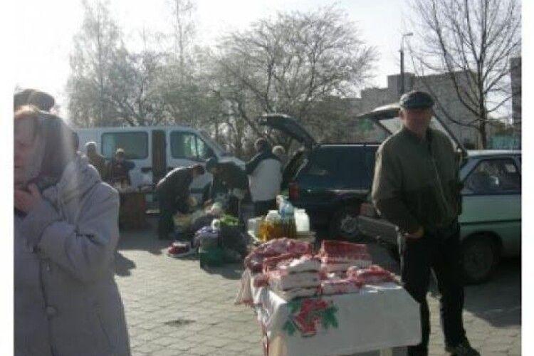 У Луцьку заборонили торгувати біля «Глобуса»