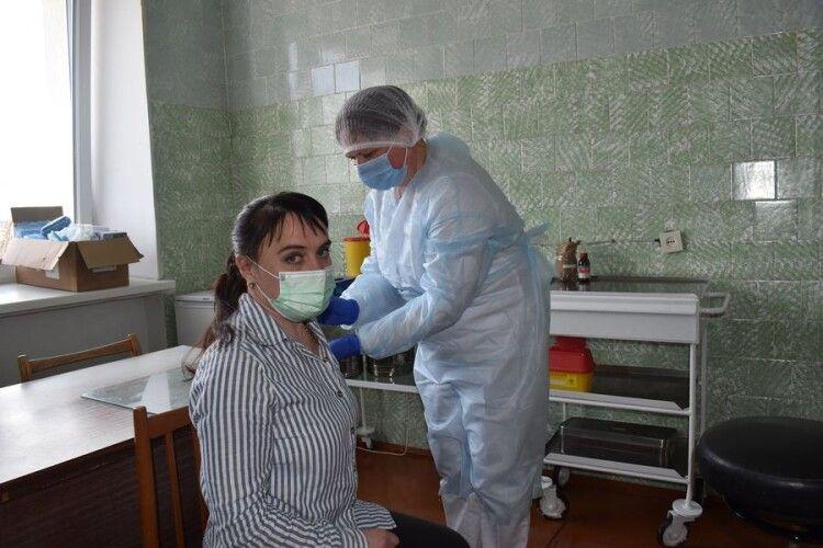 40 любешівських медиків вакцинувалися проти COVID-19