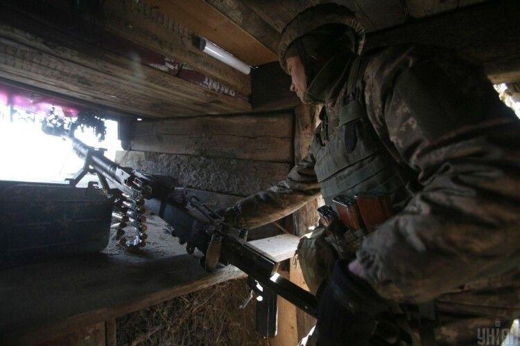 Бойовики 21 раз обстріляли наши бійців на Донбасі: є поранені