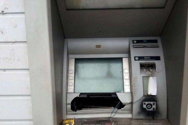 Грабіжник витягнув з банкомата півмільйона гривень