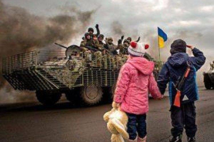Школярі на Донбасі знімають розтяжки й професійно поводяться з мінами