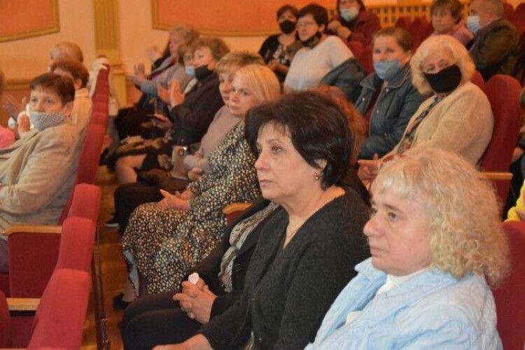 У Луцьку вшанували матерів, чиї сини загинули на Сході України (Фото)