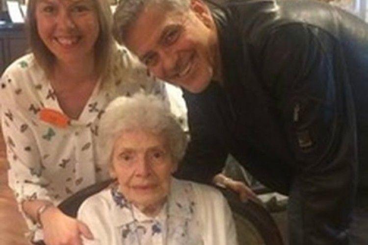 Клуні став подарунком на день народження бабці-фанатки