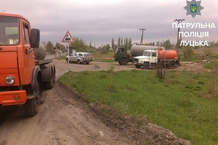 У Луцьку спіймали вантажівку з нечистотами