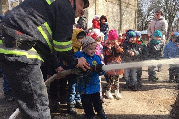 У Нововолинську дошкільнята допомогли загасити пожежу (фото)