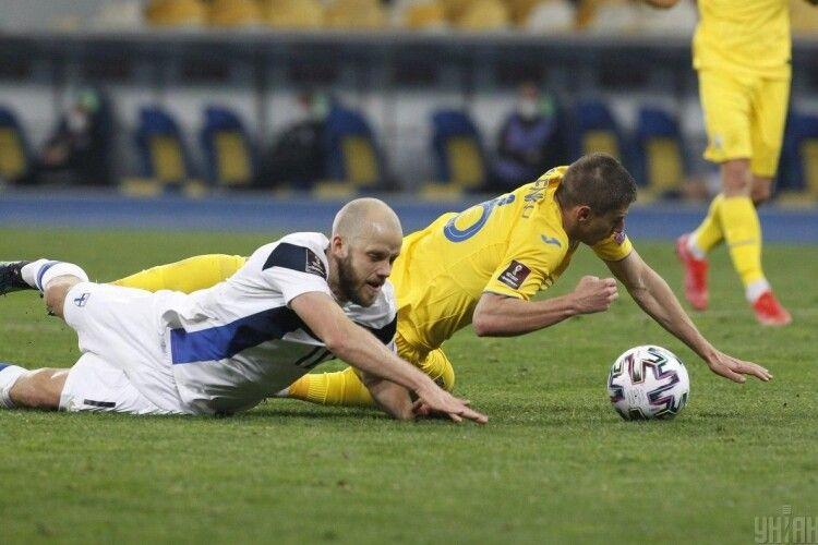 Бідолаха Віталій Миколенко ще й став наймолодшим українцем, який одержав червону картку в матчі за збірну