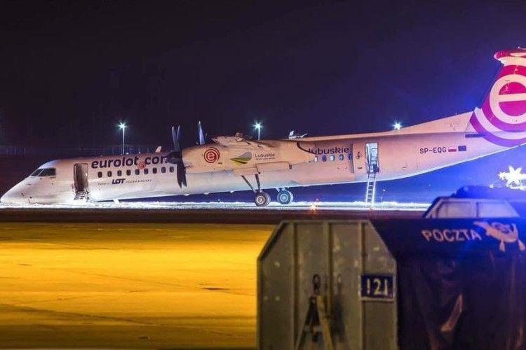 У Польщі літак здійснив аварійну посадку - не відкрилось шасі