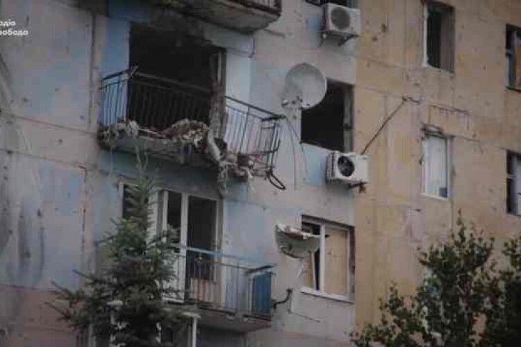Сто снарядів в один дім – в Авдіївці ремонтують «разукрашку»