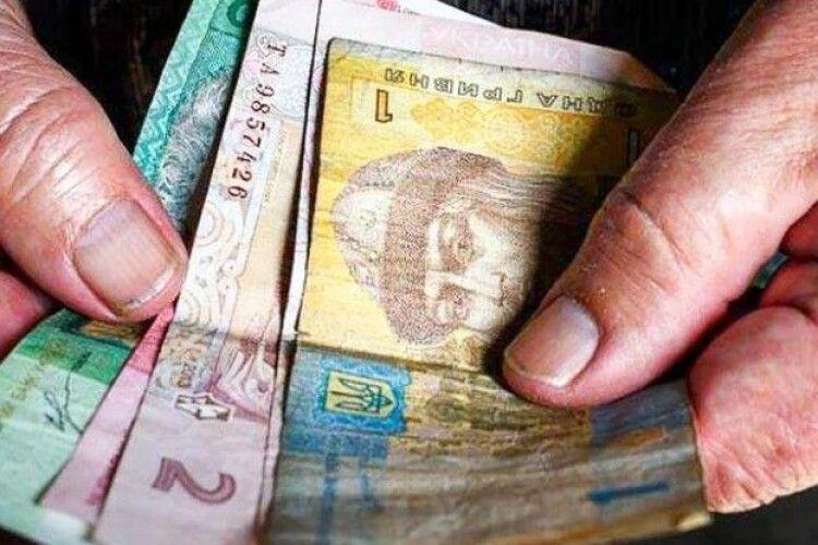 На Рівненщині група жінок викрала у пенсіонера понад 65 тисяч гривень