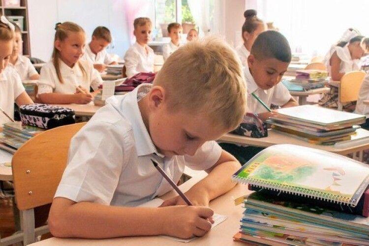 Вчителі можуть не ставити оцінки з певних предметів. МОН пояснило з яких і коли