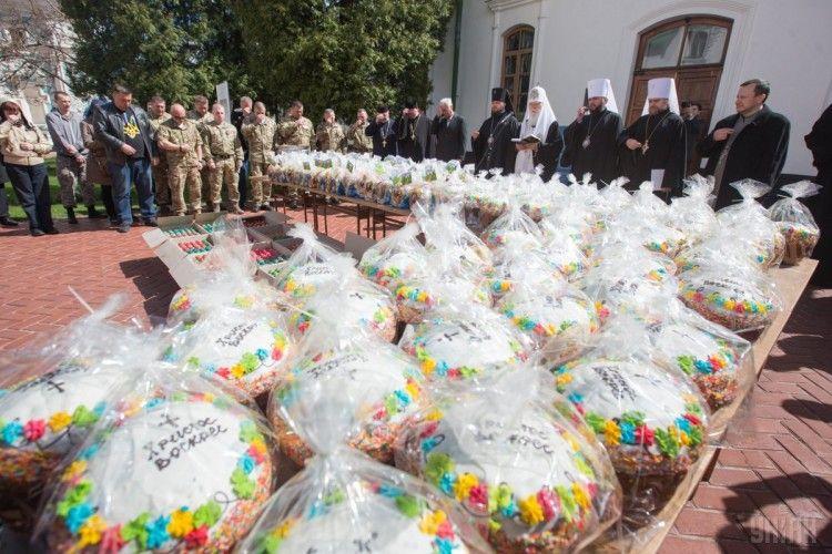 Патріарх Філарет освятив тисячу пасок і п'ять тисяч крашанок для захисників України (фото)