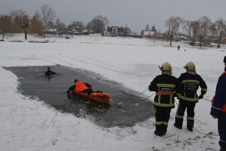 Луцькі рятувальники провели навчання на воді