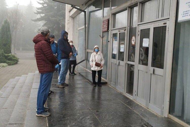 Як голосують волиняни у місті та селі (Відео)