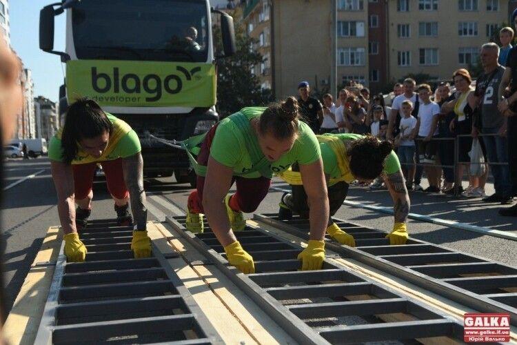 Три українки протягнули… п'ять бетонозмішувачів  і встановили рекорд. Найцікавіше за тиждень